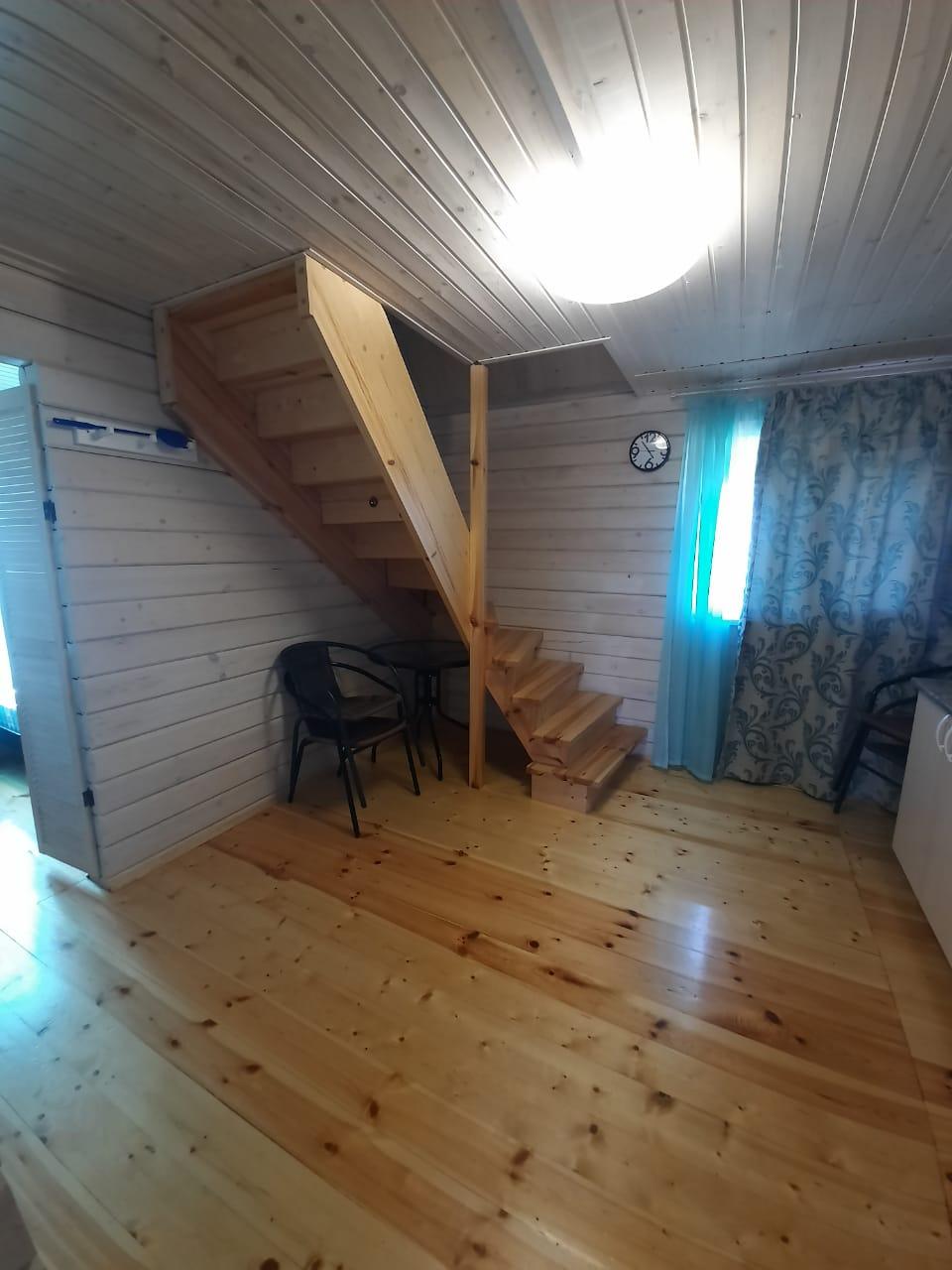 Лестница в двух этажном номере